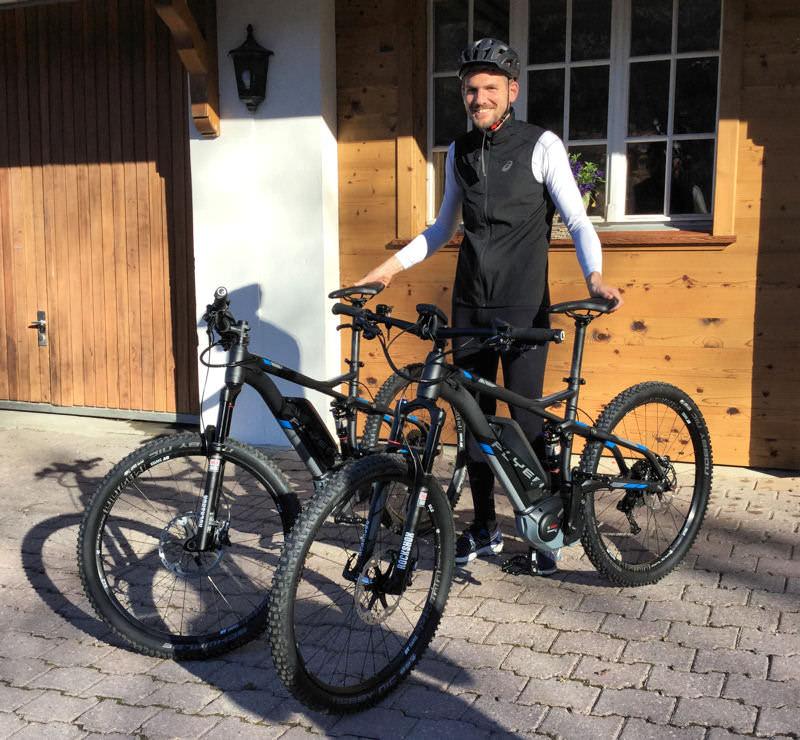 hotel-hornberg-saanenmoeser-gstaad-news-blog-manfred-mit-e-bikes_mini