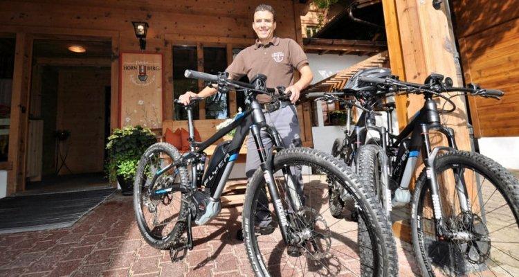 E-Bikes - mit Power durch das Saanenland