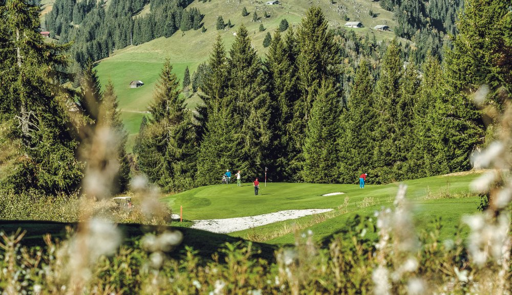 Golf spielen mitten im Saanenland
